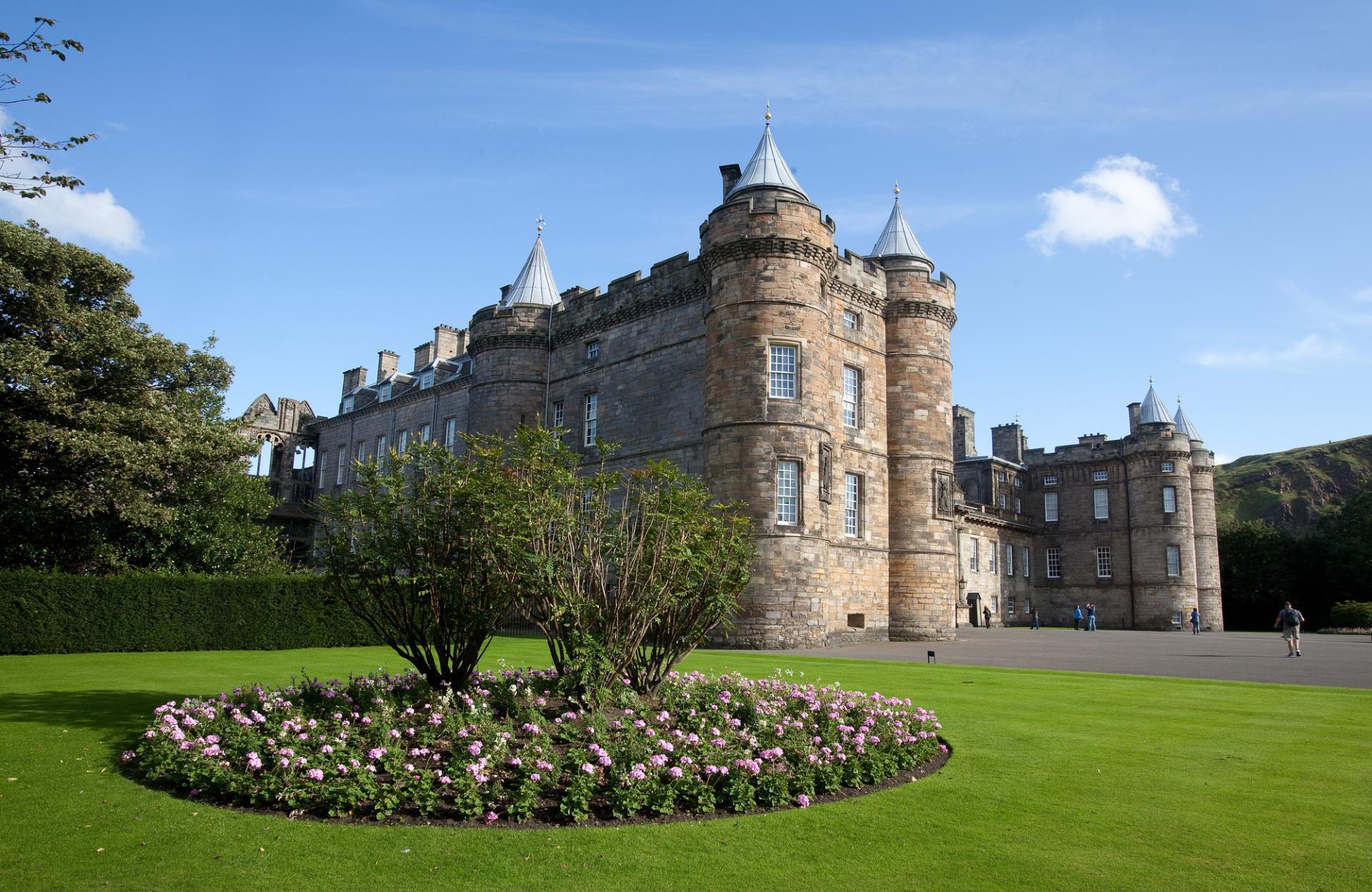 Palace of Holyroodhouse - Front - Edinburgh